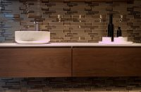 Mozaika do łazienki – dlaczego warto ją wybrać?