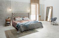 Ściana za łóżkiem w sypialni – inspiracje